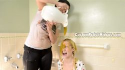 Custom wet and messy video - Kymberly, Odette and a lot of slime!