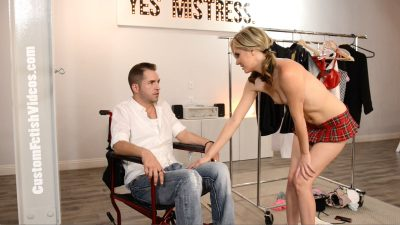 Kelly Klass seduces wheelchair guy