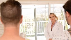 Cali Carter - Doctor gives embarrassing medical exam