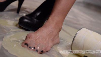 Cassidy Klein Foot Fetish - Feet stuck in rat glue