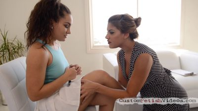 Thigh Fetish: Mercedes Carrera and Gabriella Paltrova worship each others thighs and kiss